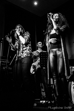 B&W-TheGrundClub-Songwriters-XmasShow-NeimensterAbbaye-Luxembourg-11122015-by-Lugdivine-Unfer-103